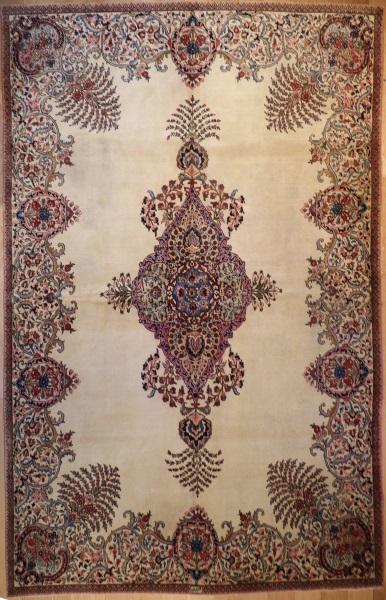R3219 Antique Persian Carpet