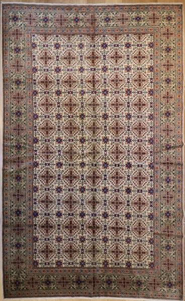 R8589 Antique Persian Carpets