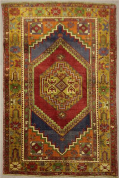 Beautiful Hand Woven Vintage Anatolian Rug R7891