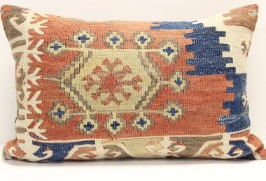 D324 Kilim Pillow Cover