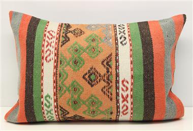 D327 Kilim Pillow Cover