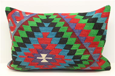 D341 Kilim Pillow Cover
