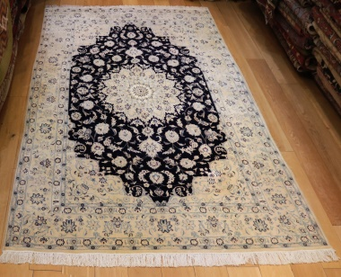 Persian Silk and wool Nain Carpets R9030
