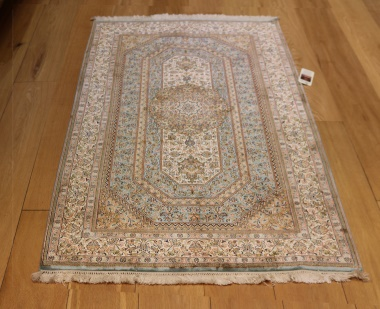 R8602 Persian Silk Qum Rugs